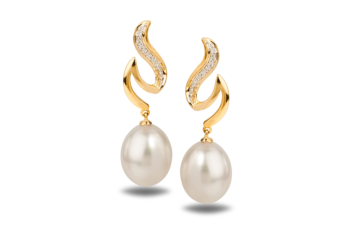 White Freshwater Yg Dione Pearl Earrings 900  950mm